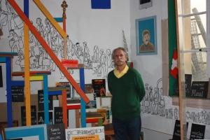 Ernesto Ricou dans le musée de l'immigration à Lausanne. Photo: Cédric Dépraz