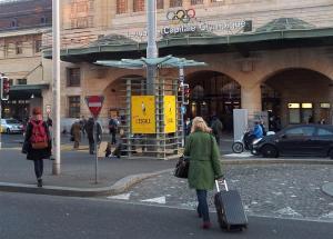 Les affiches de l'ESCALE à la gare de Lausanne. Photo: Saras Pages