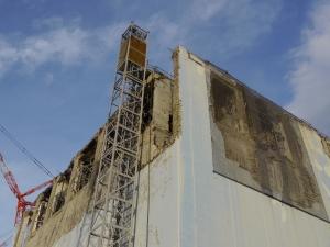 les étages supérieurs de l'Unité 4 de la centrale de Fukushima qui ont été endommagés par une explosion d'hydrogème. Photo: IAEA Imagebank CC BY-NC-ND 2.0