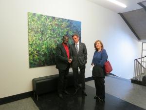 De gauche à droite : M. Celeste Ugochukwu, Président du Conseil de la Diaspora Africaine en Suisse M. Hans Jürg Käser ministre bernois de la police et des affaires militaires et Mme Emine Sariaslan la Présidente du FIMM.