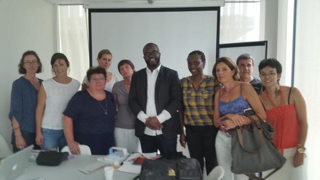 Fbradley Roland en compagnie du personnel méldical de la PMU du Flon à KLausanne. Photo: Voix d'Exils