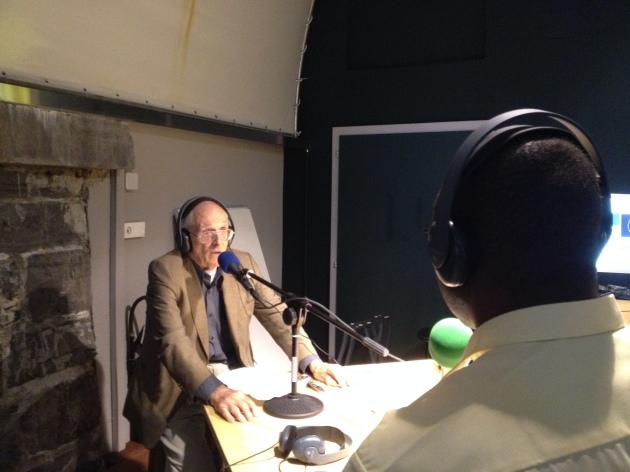 Michel Campiche interviewé sur les ondes de Radio Django. Photo: Voix d'Exils